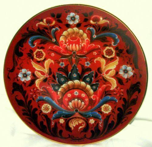 traditional rosemaling design